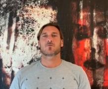亚博足彩官网:托蒂向罗马当地医院捐赠15台重